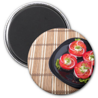 Black dish with sliced tomatoes and lettuce magnet