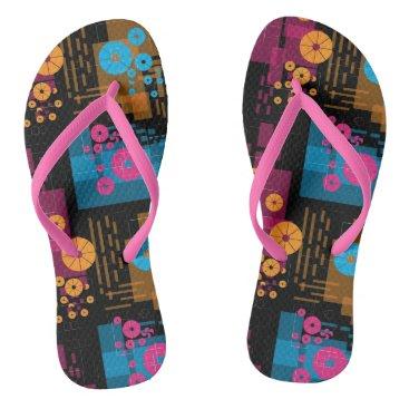 Black geometric flip flops
