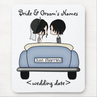 Black Haired Bride & Groom in Blue Wedding Car Mouse Pad