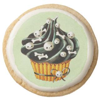 Black Halloween Cupcake with tiny skulls Round Shortbread Cookie