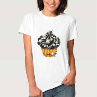 Black Halloween Cupcake with tiny skulls Tshirt