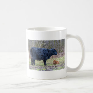Black mother scottish highlander cow with calf coffee mug