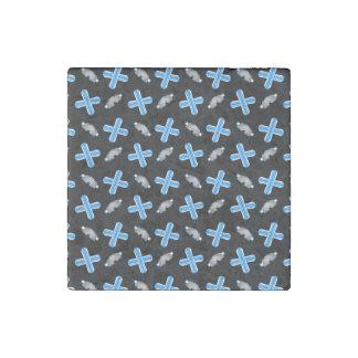 Black snowboard pattern stone magnet