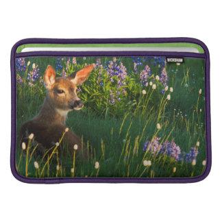 Black-tail Deer Fawn, alpine wildflowers Sleeve For MacBook Air