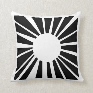 black & | turning cushion in two sizes knows