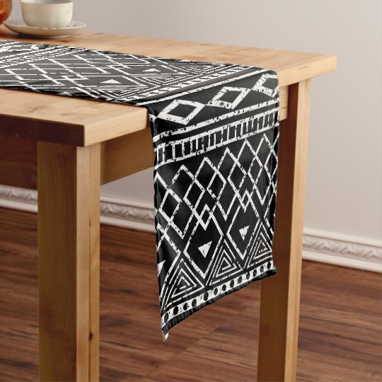 Charmant Black White African Tribal Pattern Short Table Runner