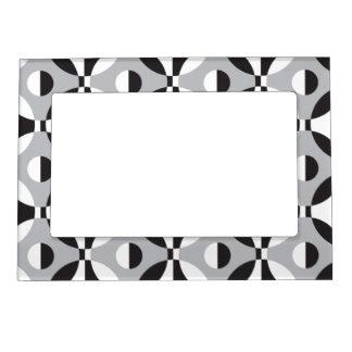 Black, white and grey geometric circles magnetic frame