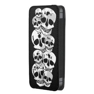 Black white skulls pattern iphone pouch