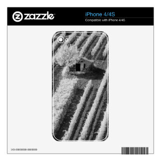 Black & White view of small stone barn iPhone 4S Skin