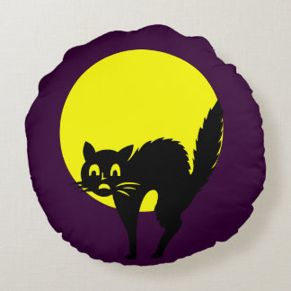 Black yellow purple skulls cat moon  Halloween Round Pillow