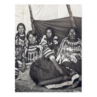 Blackfeet Indian Ladies Vintage Stereoview Postcard