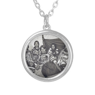 Blackfeet Indian Ladies Vintage Stereoview Silver Plated Necklace