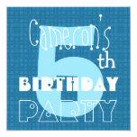 Blanco azul de cinco años 005 del 5to cumpleaños invitaciones personalizada