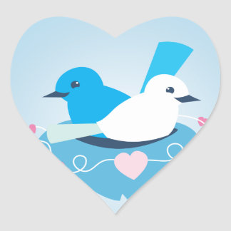 Blanco azul precioso del wren de los pájaros del pegatina en forma de corazón
