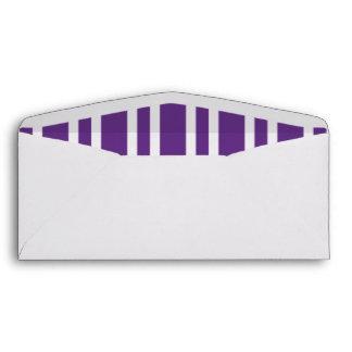 Blanco con seña preimpresa y la púrpura raya los s sobres