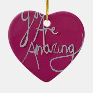 blanco cortado papel asombroso rosado adorno navideño de cerámica en forma de corazón