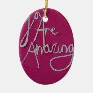 blanco cortado papel asombroso rosado adorno navideño ovalado de cerámica