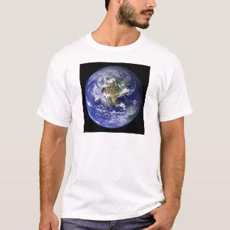 Blanco de la camisa de la tierra