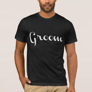 Blanco de la camiseta del novio en negro