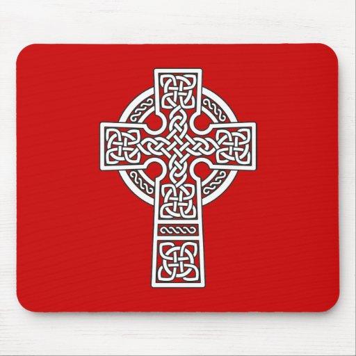 Blanco de la cruz céltica alfombrillas de ratones