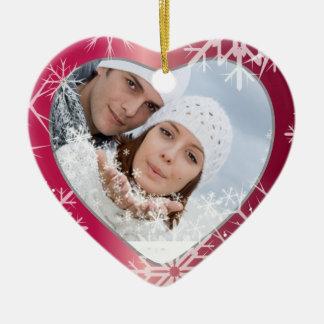 Blanco de la plantilla de la foto de los copos de adorno navideño de cerámica en forma de corazón