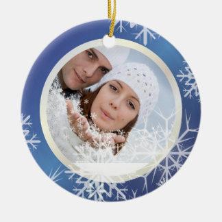 Blanco de la plantilla de la foto de los copos de adorno navideño redondo de cerámica