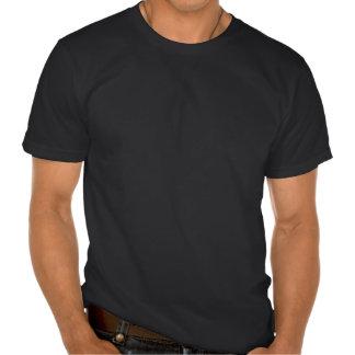 Blanco de la silueta del cuervo del vintage en el camiseta
