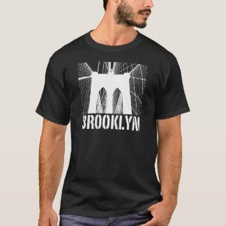 Blanco de la silueta del puente de Brooklyn Playera