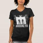 Blanco de la silueta del puente de Brooklyn Camisetas