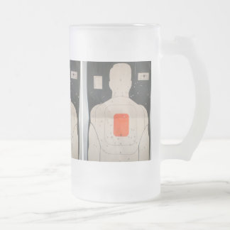 Blanco de la taza con los agujeros de bala