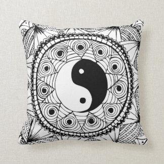 Blanco de Yin y de Yang Almohadas