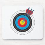 Blanco del tiro al arco con las flechas mousepads