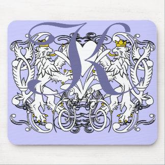 Blanco desenfrenado con las coronas del oro lengu alfombrillas de ratón
