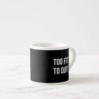 Blanco divertido también cabido del negro de las taza espresso
