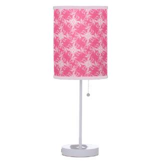 Blanco en el damasco rosado atractivo lámpara de mesilla de noche
