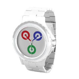 Blanco en el reloj blanco del logotipo del