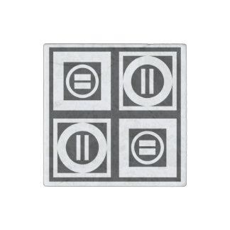 Blanco en modelo geométrico negro del signo de imán de piedra