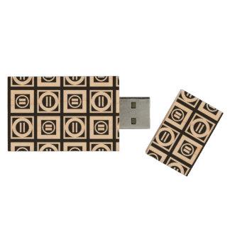 Blanco en modelo geométrico negro del signo de pen drive de madera USB 3.0