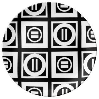Blanco en modelo geométrico negro del signo de platos de cerámica