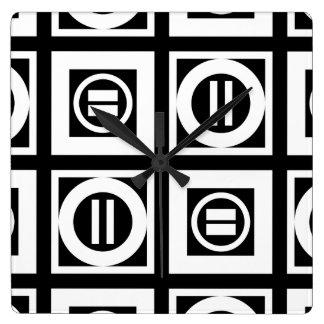 Blanco en modelo geométrico negro del signo de reloj cuadrado