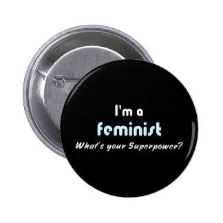 Blanco feminista del lema de la superpotencia en pin redondo 5 cm