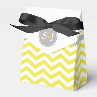 Blanco gris amarillo elegante del monograma el   d paquetes de regalo para fiestas