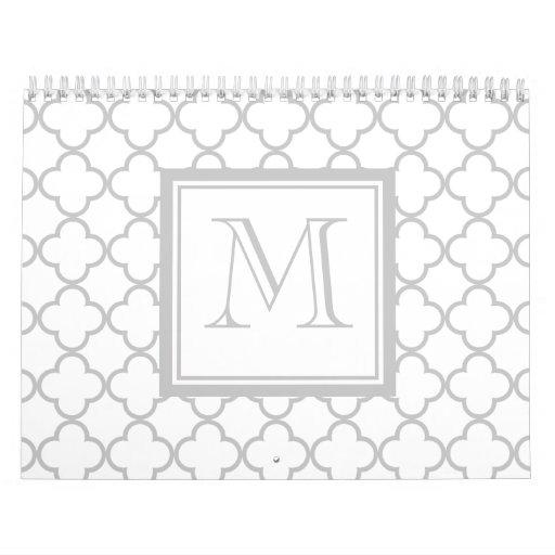 Blanco gris Quatrefoil el | su monograma Calendarios De Pared