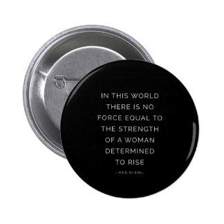 Blanco inspirado del negro de la cita de la mujer pin redondo 5 cm