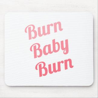 Blanco inspirador del bebé de la quemadura de la alfombrilla de raton