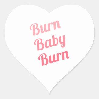 Blanco inspirador del bebé de la quemadura de la pegatina en forma de corazón