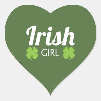 Blanco irlandés del chica pegatina en forma de corazón