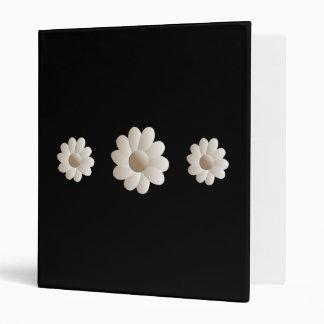 blanco minimalista tridimensional en carpeta flora