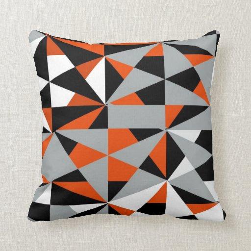 Blanco negro anaranjado enrrollado retro intrépido cojín