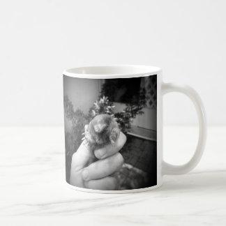 Blanco negro animal sonriente vivo del topo a taza clásica